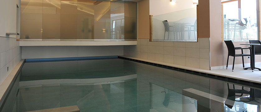 italy_dolomites_canazei_hotel-cristallo_indoor-pool.jpg